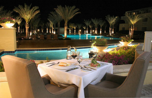 candle_lit_dinner_poolside