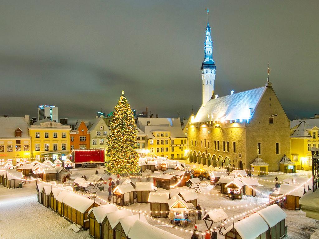 1024px-Tallinn_christmas_market