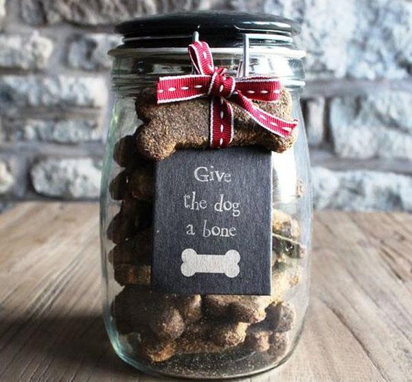 Dog-treats-in-a mason-jar
