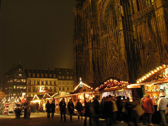 flickr_spacunar_2198490234_Strasbourg_market