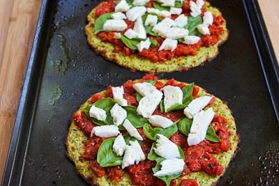 Zucchini-crust-pizza-margherita