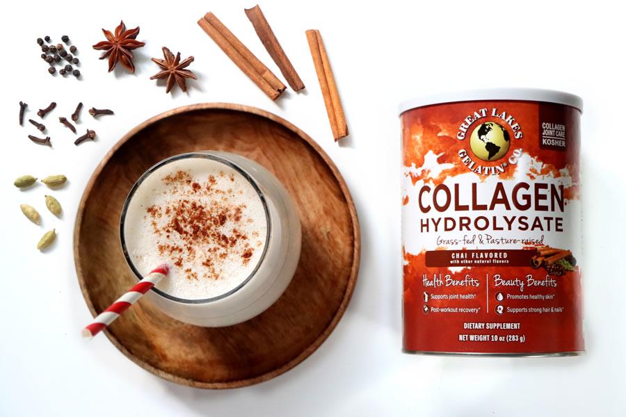 Hidrolizado de colágeno con sabor a Chai de los Grandes Lagos junto a un batido y especias chai
